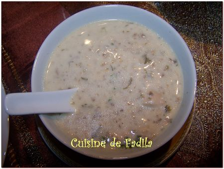 Soupe au poulet et champignons de paris