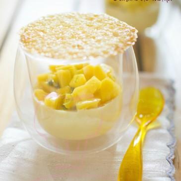 Crème à la citronnelle au fruit exotique et tuile au yuzu